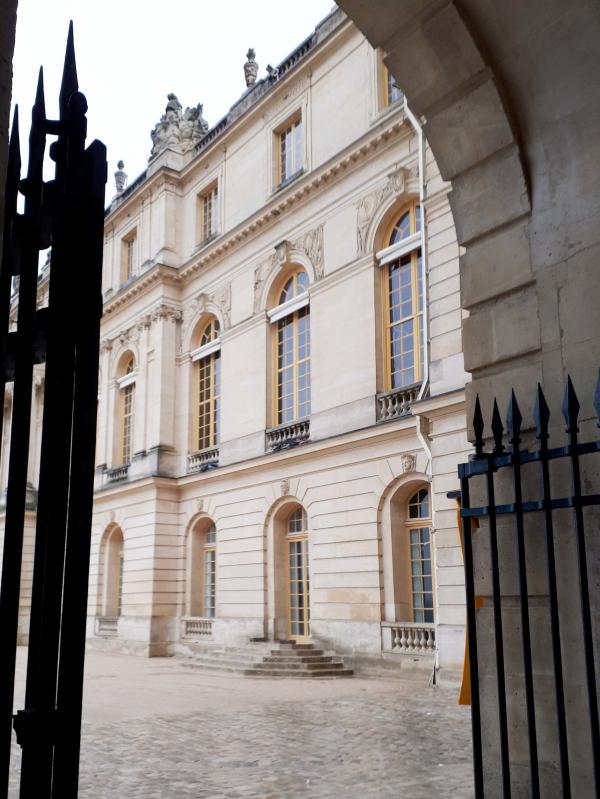 Château de Versailles - Entrée.jpg